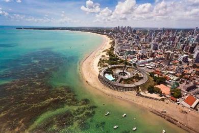 Parte do litoral urbano da cidade de João Pessoa visto de cima - Part of the urban coastline of the city of João Pessoa seen from above.